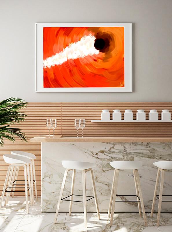 Lámina naranja enmarcada en restaurante