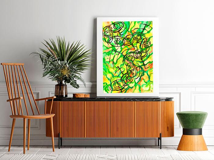 Cuadro abstracto posado sobre un mueble de madera